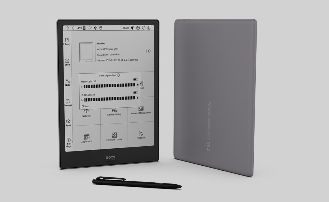 Onyx Boox Note Pro od tyłu i od frontu