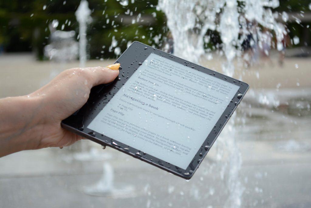 Ekran Oasis 3 zachlapany wodą
