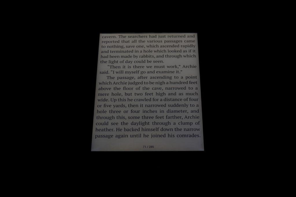 Zimna barwa podświetlenia w PocketBooku InkPad 3 Pro