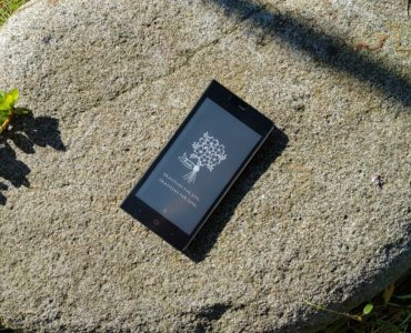 Unboxing Kingrow K1 – nowego smartfona z e-papierowym ekranem