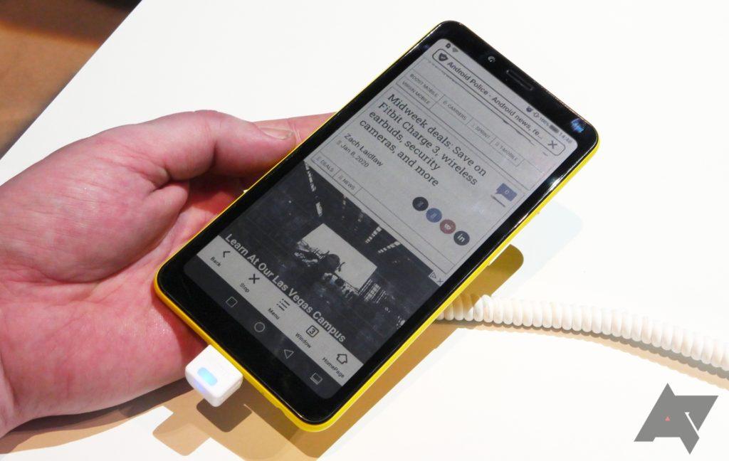 Hisense zapowiada wprowadzenie na rynek pierwszego smartfona z kolorowym wyświetlaczem E Ink