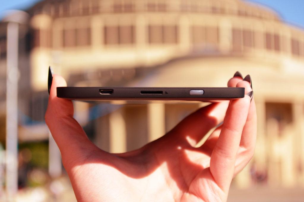 Dolna krawędź PocketBooka Touch Lux 5