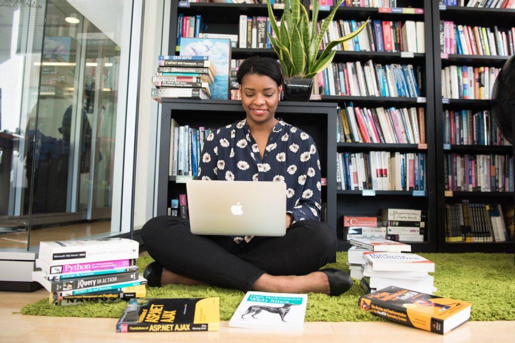 Czy warto kupować ebooki w księgarniach producentów czytników?